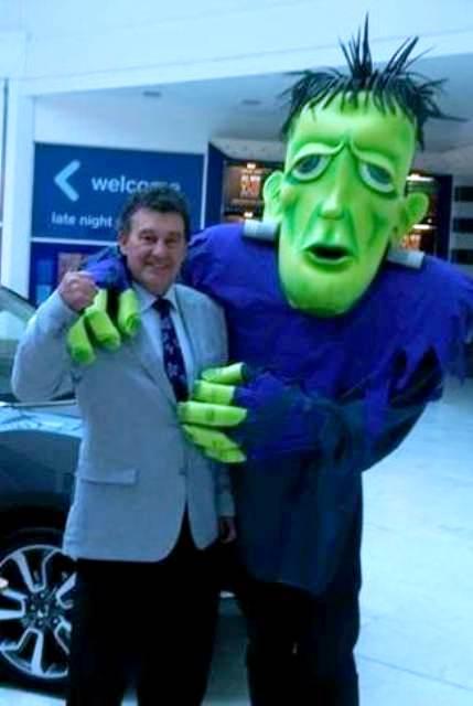 Halloween entertainment, Halloween themed entertainers Ireland, Street entertainers. Bill Cullen
