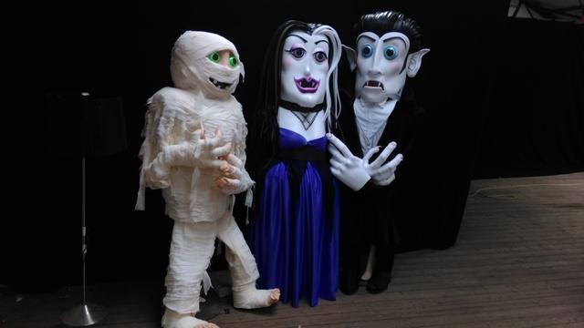 halloween themed entertainers, Dracula, Mummy costume, street entertainer ireland