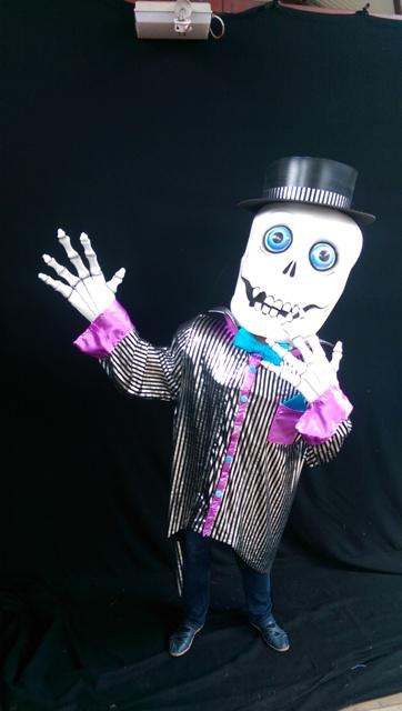 halloween themed entertainers, Dracula, Mummy costume, street entertainer ireland, sKeleton