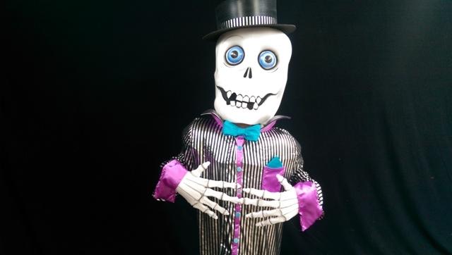 Halloween entertainment, halloween themed entertainers, Dracula, Mummy costume, street entertainer ireland