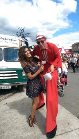 Stilt walkers Ireland, Street entertainers Ireland, Circus acts, Glenda Gilson